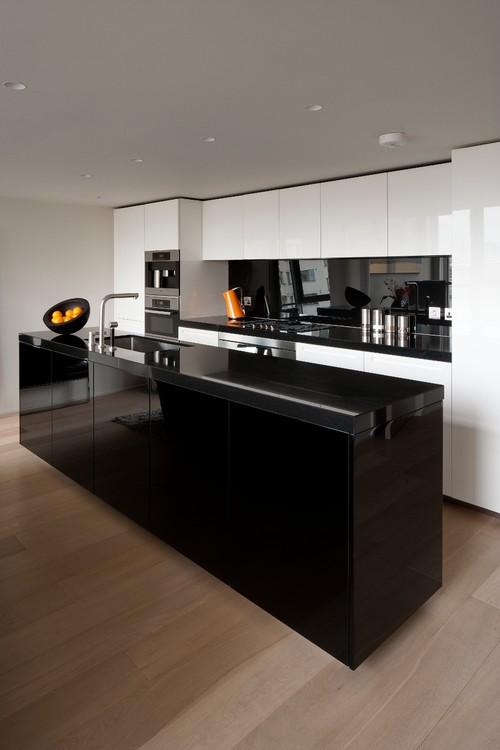 черно белая кухня в хай тек