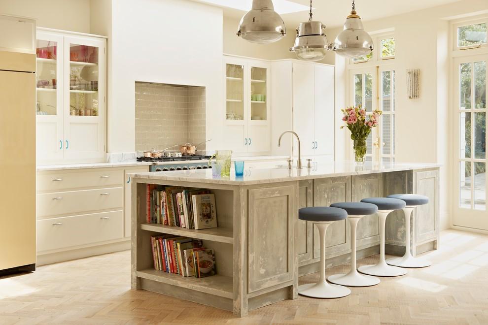 Kitchen - farmhouse kitchen idea in London