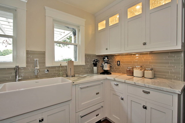 Long beach bungalow for Bungalow style kitchen cabinets