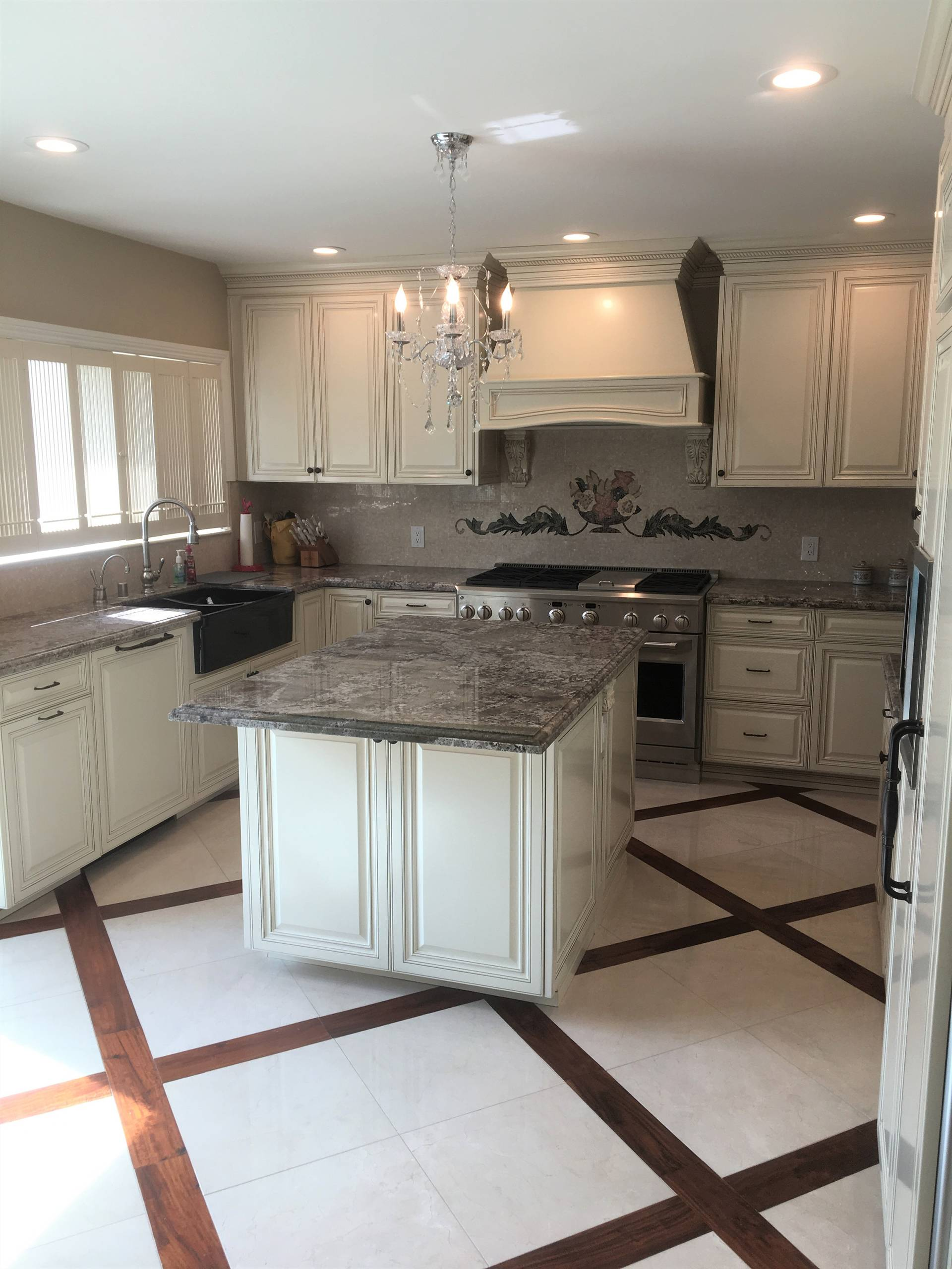 75 Beautiful Victorian Kitchen With Mosaic Tile Backsplash Pictures Ideas January 2021 Houzz