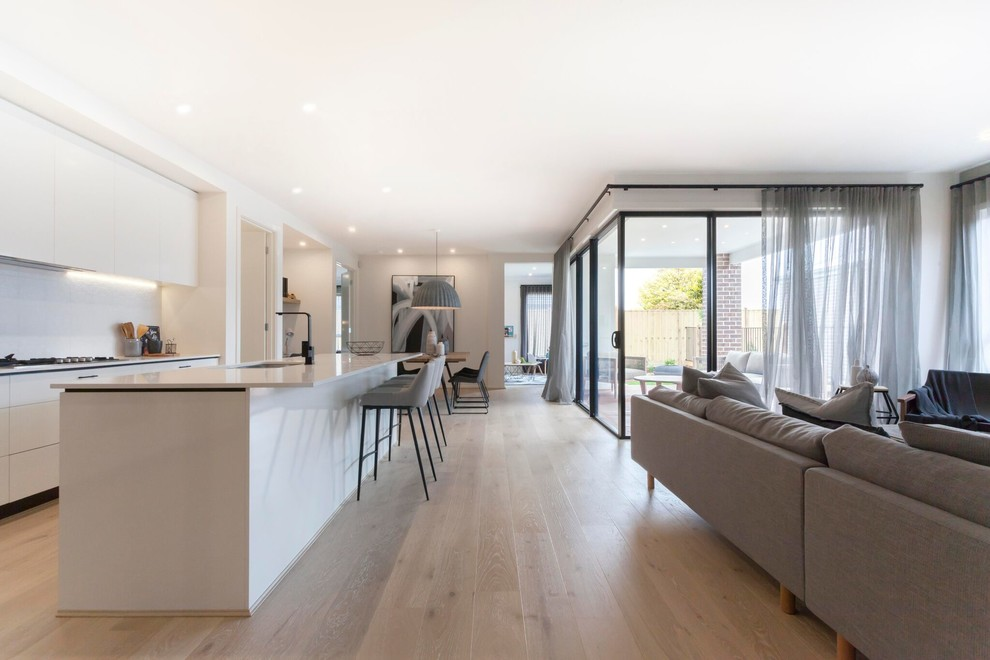 Example of a minimalist kitchen design in Melbourne