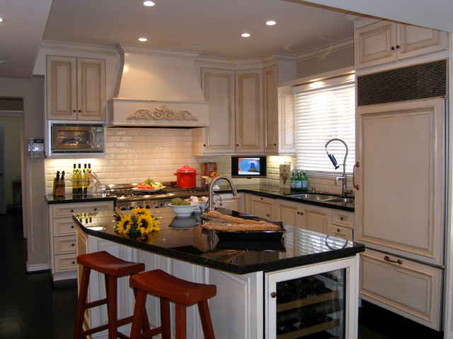 Lori Gilder of Interior Makeovers Inc. traditional kitchen