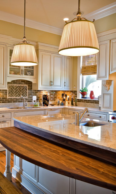Lorraine Vale traditional kitchen
