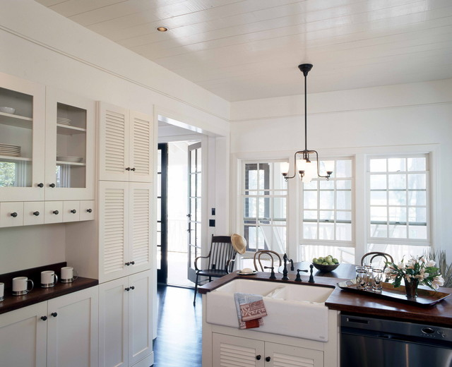 Low Country Cottage traditional kitchen