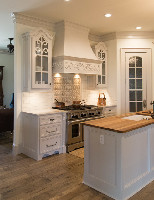 Lubbock wtbha 2015 parade of homes traditional kitchen for Traditional home kitchens 2015