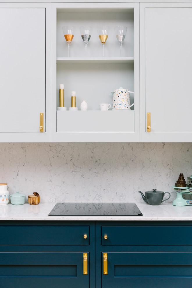 Kitchen - transitional kitchen idea in London