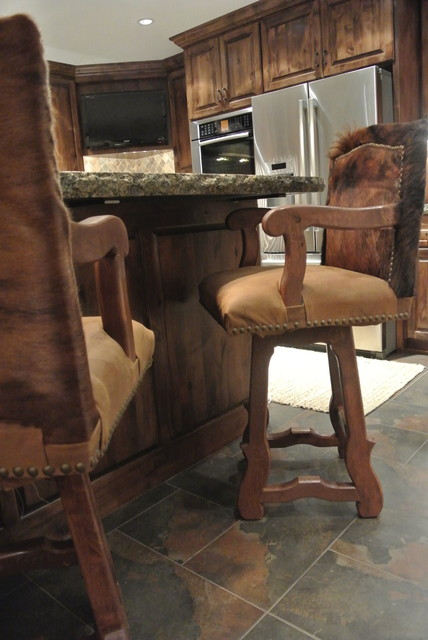 Luxe Hunting Lodge rustic-kitchen