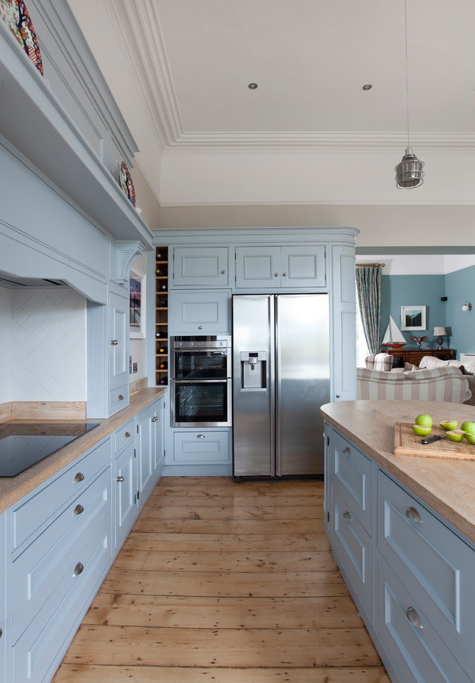 Example of a country kitchen design in Dublin