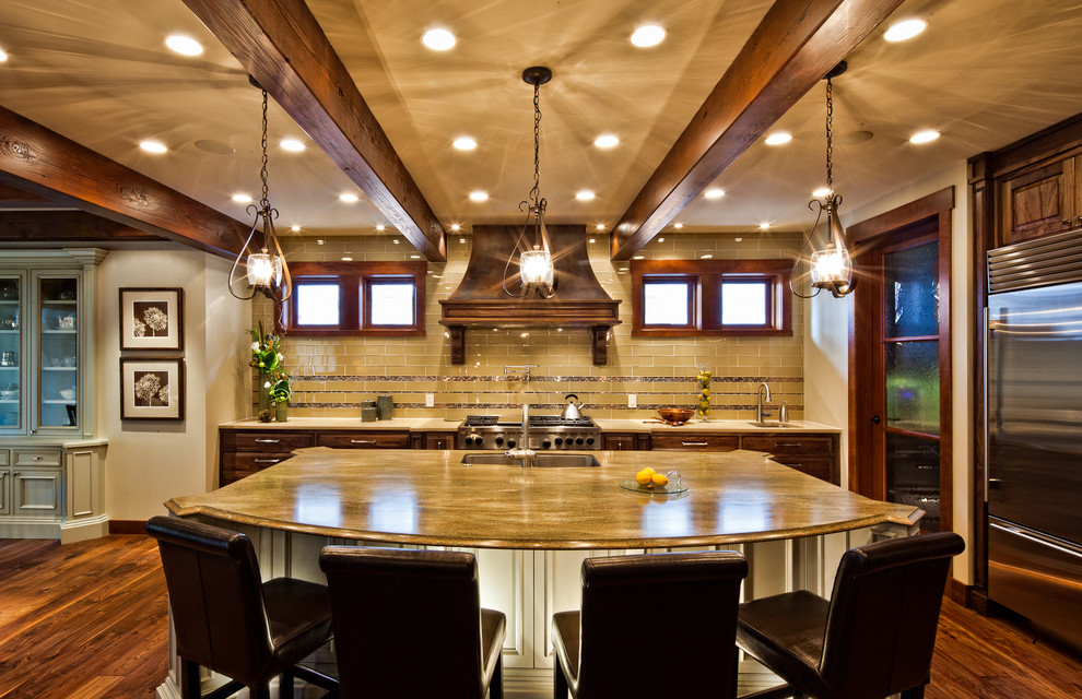 Kitchen - traditional kitchen idea in Vancouver