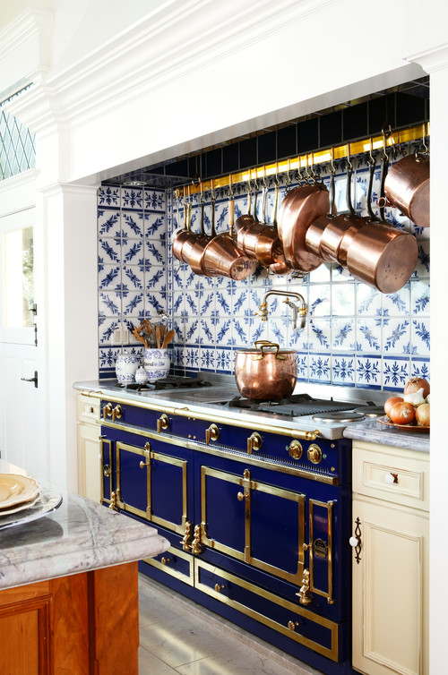 Image This Kitchen Uses Delft Tile As A Full Height Backsplash Behind The Cooking Area It S Spectacular Complement To Copper Pots Too