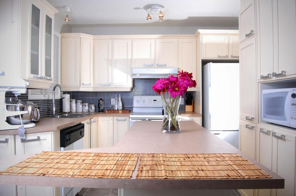 Trendy kitchen photo in Montreal