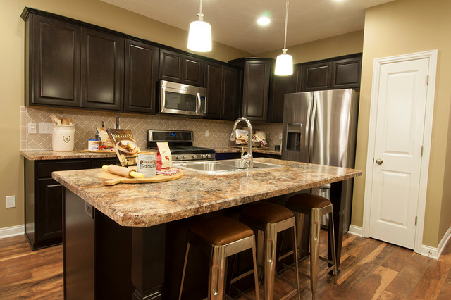 M/I Homes Of Columbus: Waterford Park   Parkside Model Transitional Kitchen
