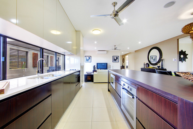 Machan display home north shore burdell townsville for Bathroom cabinets townsville
