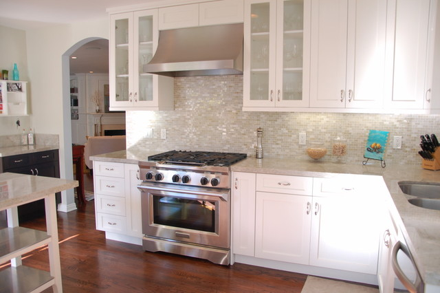 Madre Perla Kitchen with White Cabinets