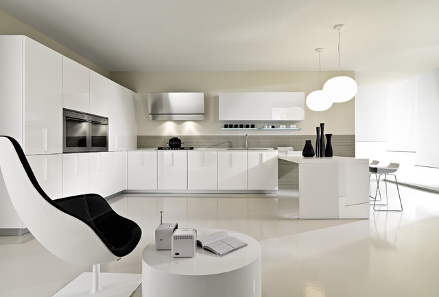 Magika in high gloss lacquer modern kitchen