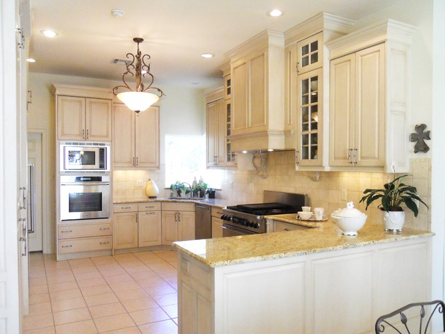 Magnolia gardens traditional kitchen new orleans for Bella cucina kitchen cabinets