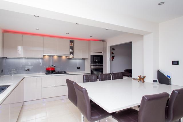 Magnolia Matt Lacquer Handless Modern German Kitchen - Modern ...