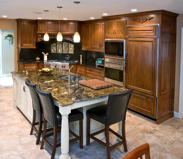 Mahogany gourmet kitchen with white glazed center island for Gourmet kitchen island