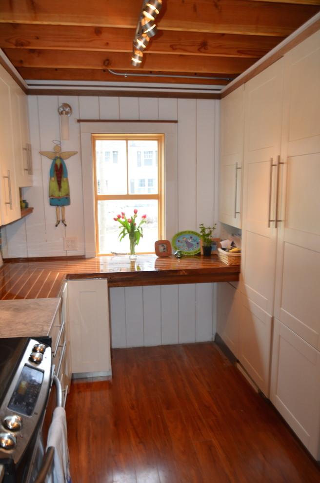 Maine Contemporary Cottage - Beach Style - Kitchen ...