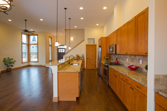 Example of a kitchen design in Portland