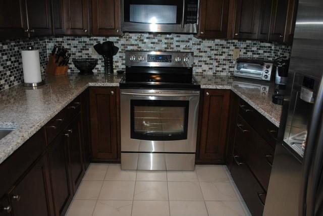 Maple Briarwood Cabinets With Black Glaze Luna Pearl