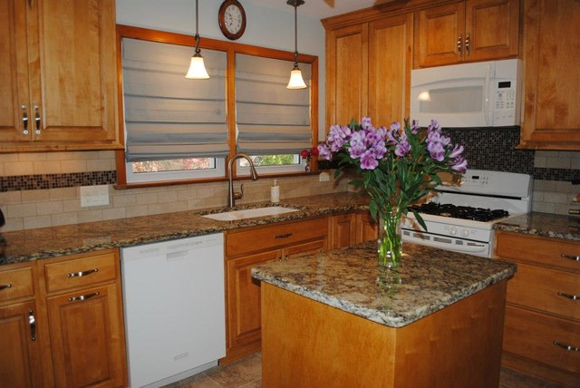 Maple Butterscotch Cabinets, Venetian Gold Granite ... on Granite With Maple Cabinets  id=46142