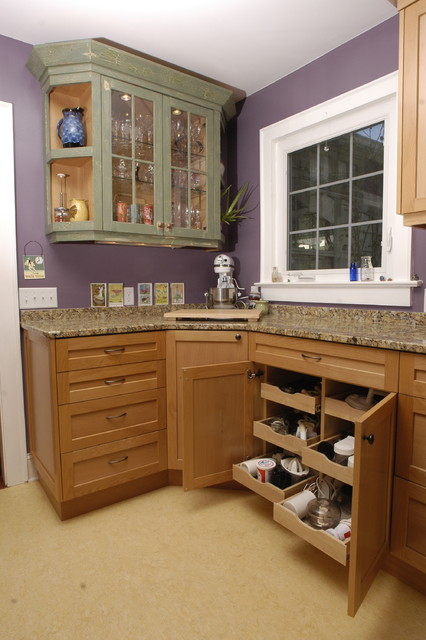 Maple Cabinetry Kitchen traditional-kitchen