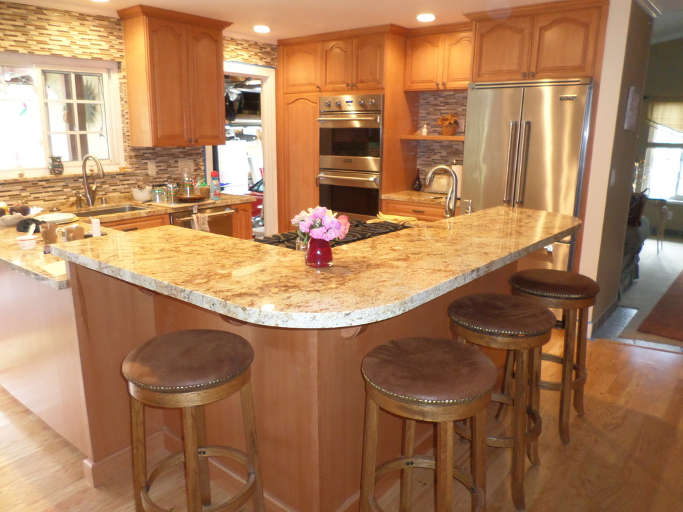 Maple Cabinets With Cathedral Arch Raised Panel ...