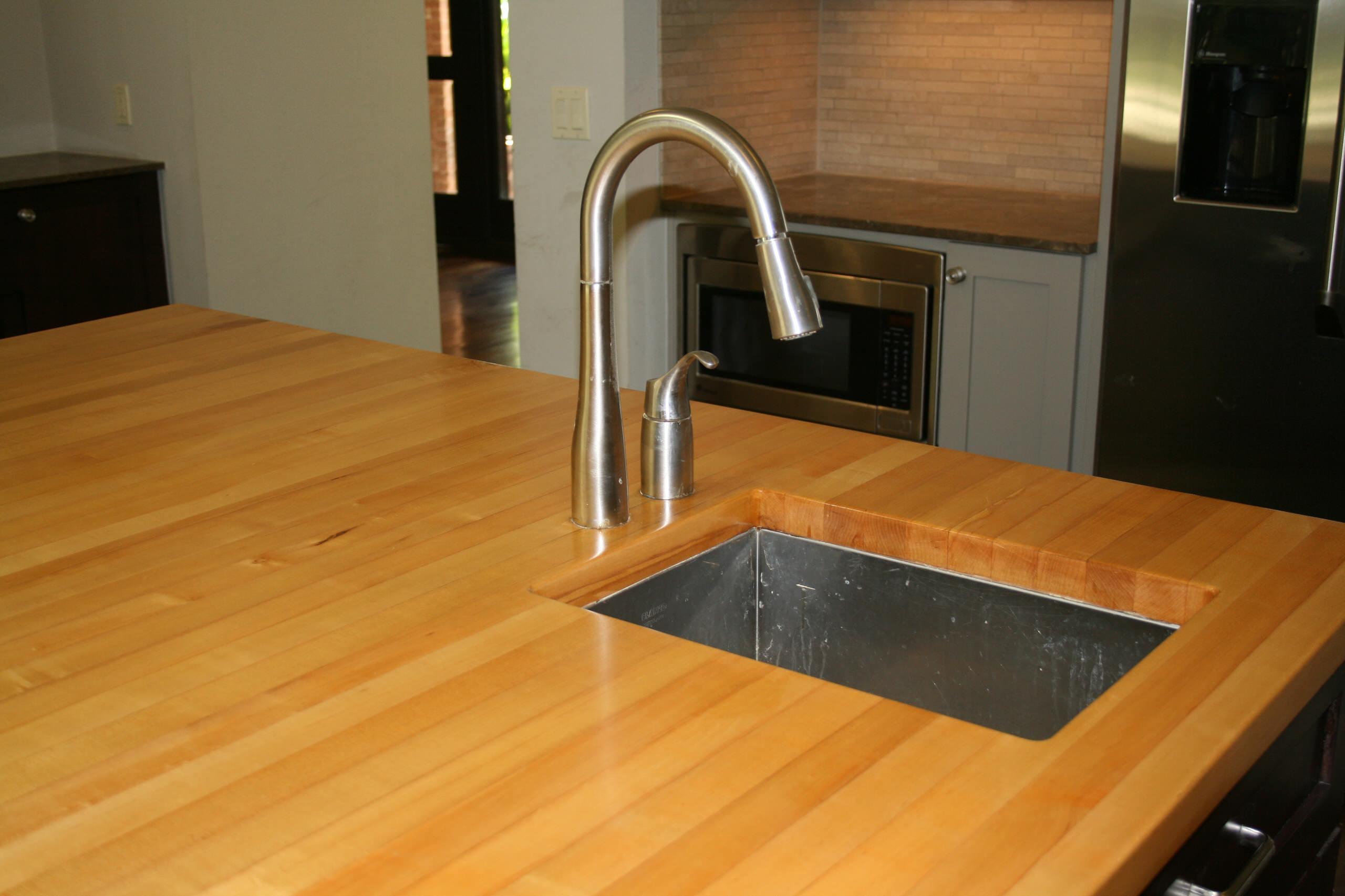 Maple Center Island w/ undermount sink