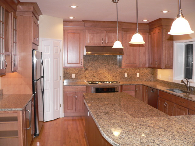 Maple Kitchen Cabinets   Raised Panel Cabinetry ...