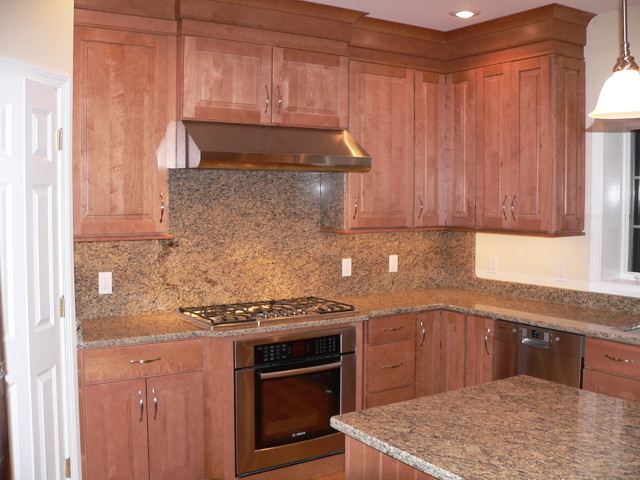 Maple Kitchen Cabinets | Raised Panel Cabinetry | CliqStudios - Traditional - Kitchen ...