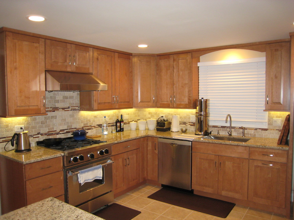 Maple Kitchen Cabinets | Traditional Cabinetry ... on Maple Cabinets  id=80134
