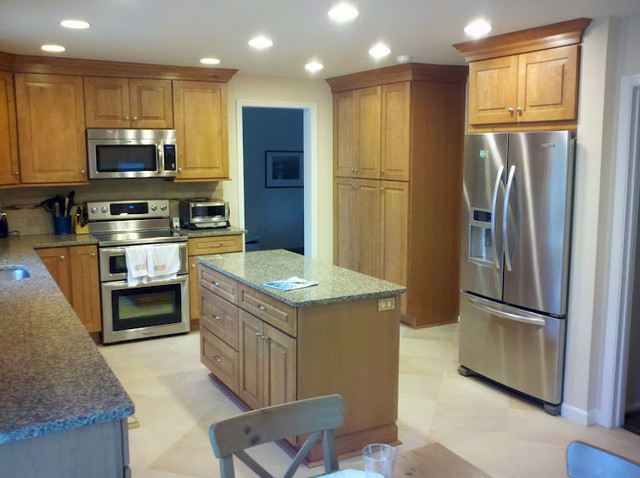 Maple Kitchen Cabinets | Traditional Cabinetry | CliqStudios traditional-kitchen