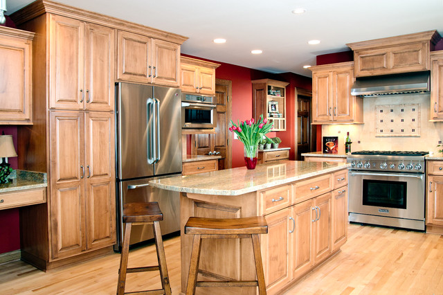 Maple kitchen traditional-kitchen