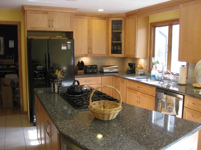 Maple kitchen with quartz countertops traditional-kitchen