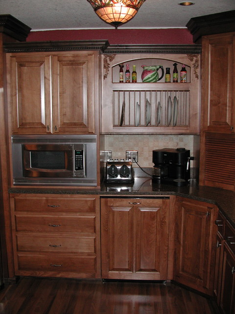 Maple stained cabinets with a darker crown molding for Oak crown molding for kitchen cabinets