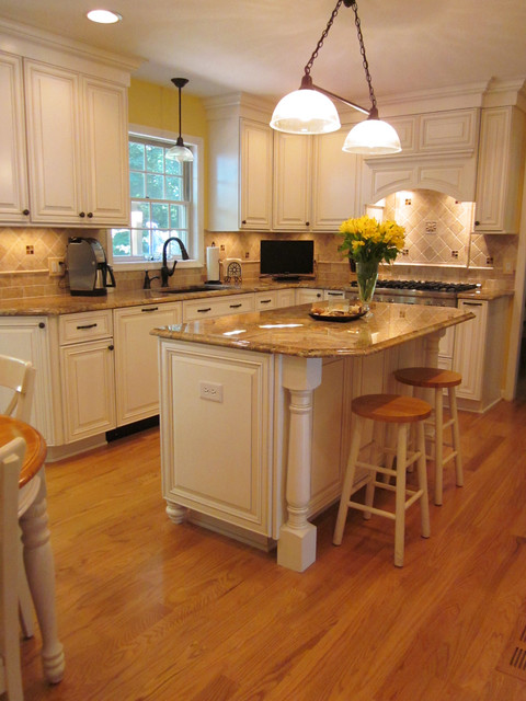 Wheat Kitchen  Traditional  Kitchen  by Brighton Cabinetry