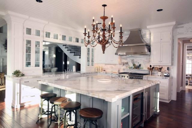 kitchen by Signature Design & Cabinetry LLC