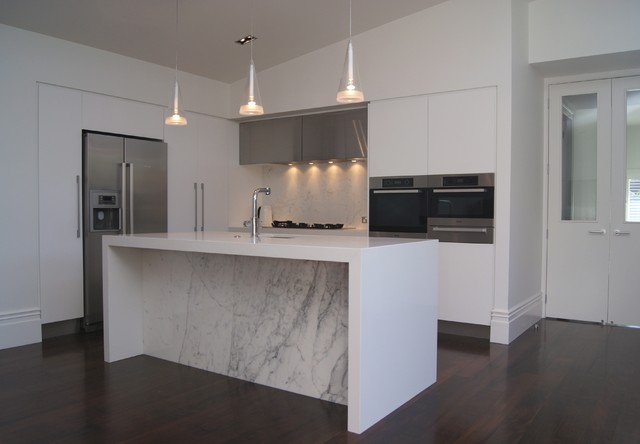 Contemporary white kitchen with marble splash back and marble behind ...