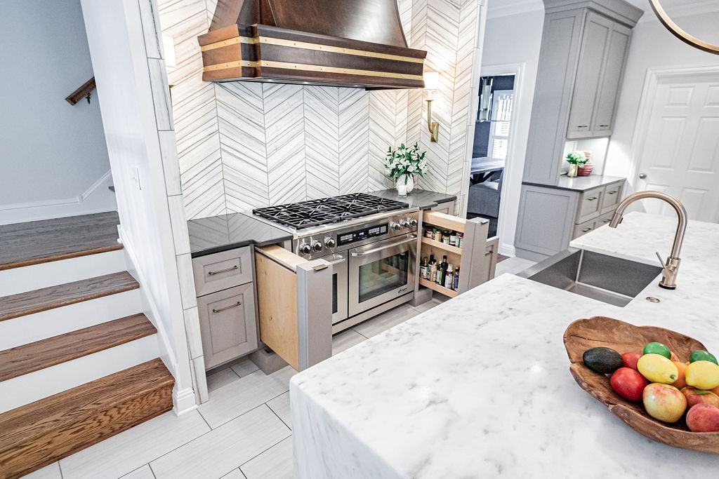 Marble chevron backsplash - Integrated range storage