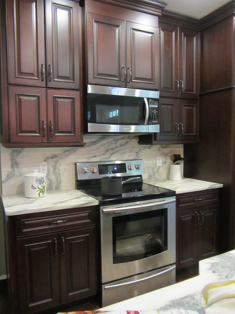 Marietta Cherry In Ginger Sanp With Ebony Glaze By Schuler Cabinetry traditional-kitchen