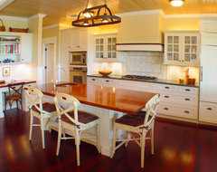 Maui Plantation Kitchen tropical-kitchen