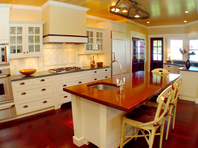 Maui Plantation Kitchen traditional-kitchen