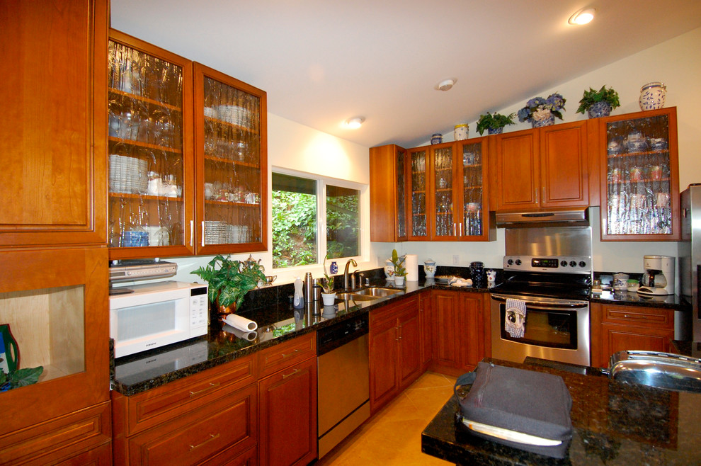 Kitchen - kitchen idea in Hawaii