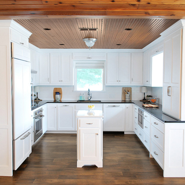 Kitchen Cabinets In Dallas: Maximizing A Compact Kitchen With Slender Island