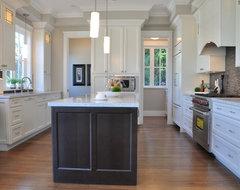 McKenzie Heights traditional-kitchen
