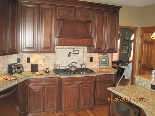 Mckinley cherry chocolate glaze by shenandoah cabinetry for Cocoa glaze cabinets