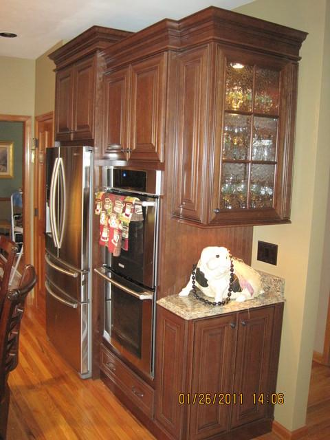 Mckinley Cherry Chocolate Glaze By Shenandoah Cabinetry Traditional Kitchen Atlanta By