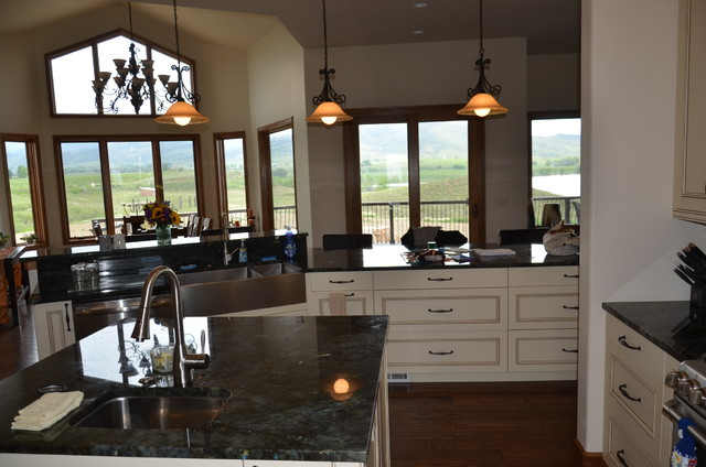 This is an example of a kitchen in Denver.