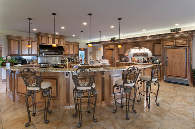 Example of a tuscan kitchen design in Los Angeles